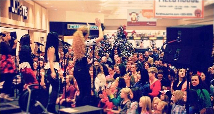 1 Girl Nation Spreads Holiday Cheer on Mall Tour