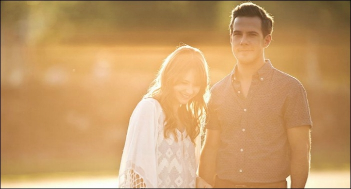 Jenny & Tyler To Release Holiday Album 'Christmas Stories' Nov. 4