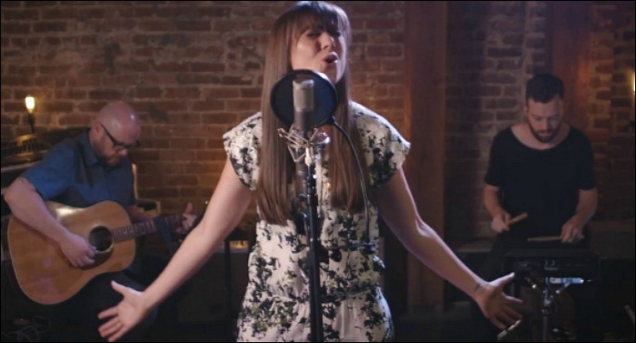 Alisa Turner Releases Cover of Elevation Worship's 'O Come To The Altar'