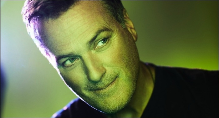 Michael W. Smith Releases 'Crashing Waves' Single