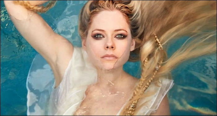 Avril Lavigne Ends Hiatus with Worship Song