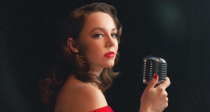 Sarah Reeves Releases New Single and Announces Upcoming Christmas Album